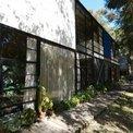 Otra perspectiva del exterior de la Eames House
